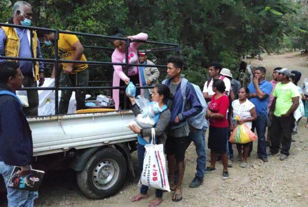 people receiving supplies